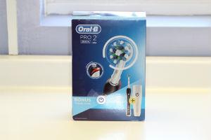 Oral-B Pro 2 2500 box